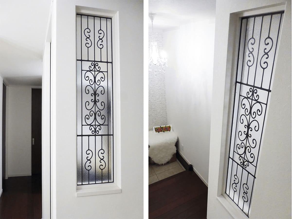 玄関横の窓に設置したステンドグラス「ラインアート」