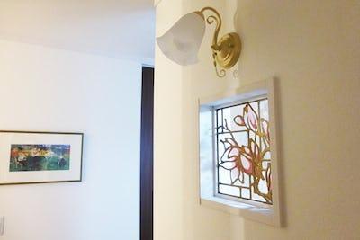 ゴージャスなゴールド描線!洗面所の窓に「スクウェア」を設置した事例 (静岡県浜松市 K様)