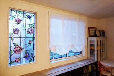 華やかなバラ柄!リビングのFIX窓に「ブリリアントモーメント」を設置した事例 (静岡県浜松市 K様)