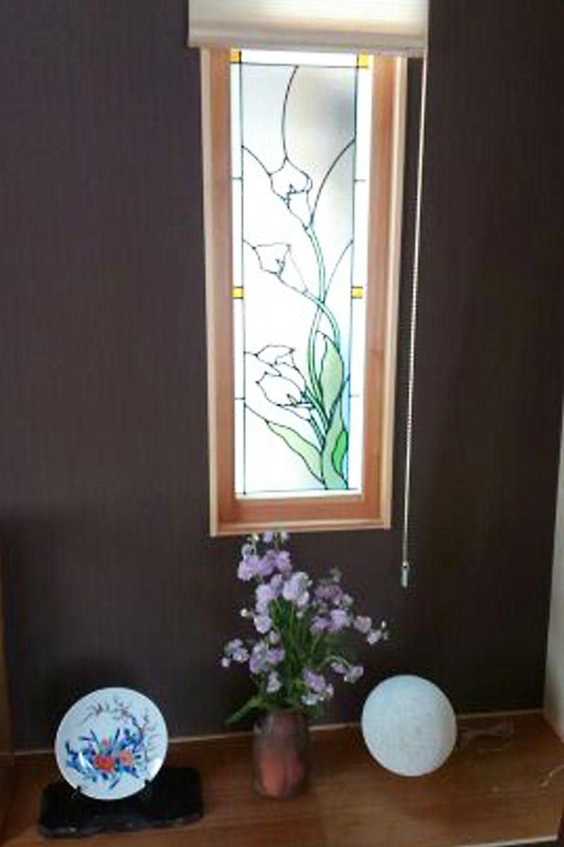 和室に設置したステンドグラス「ブリリアントモーメント」