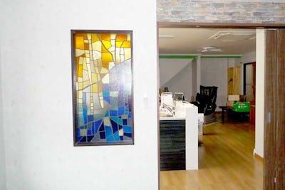 ステンドグラスで華やかに!新居に「ブリリアントモーメント」を設置した事例 (東京都江戸川区 M様)