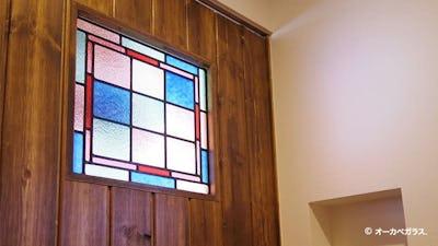 お部屋を華やかに!ドア窓に「フルオーダーステンド」を設置した事例