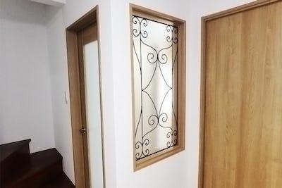 室内間仕切りに「ラインアート」を設置した事例 (東京都足立区 M建設会社様)