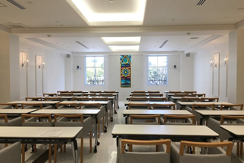 学校の教室内に設置した「フルオーダーステンド」
