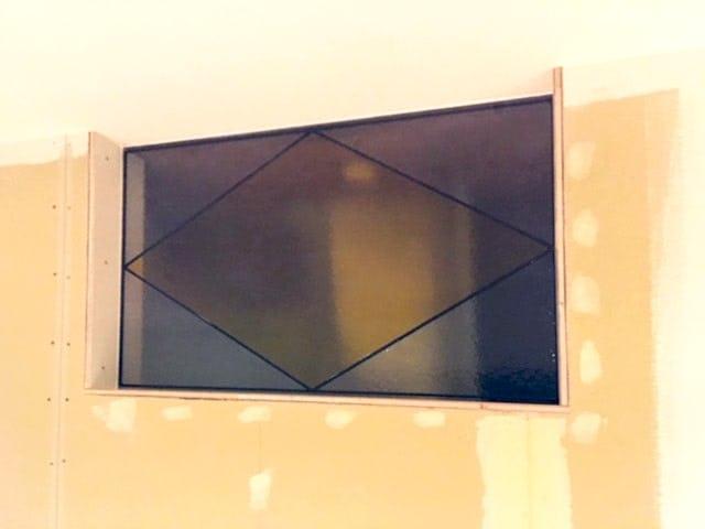「ラティス MS015(オリジナルカラー)」が取り付けられた室内窓