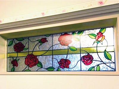 壁を華やかに飾る室内窓!「フルオーダーステンド」を使用した事例(東京都板橋区 S社様)