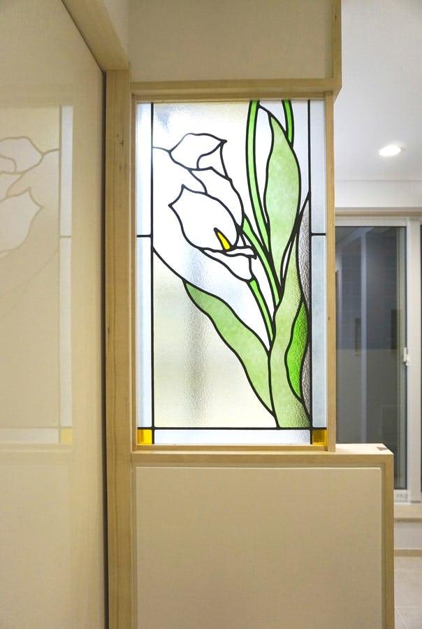 「ブリリアントモーメントG12」が設置された室内仕切り窓の様子(1)