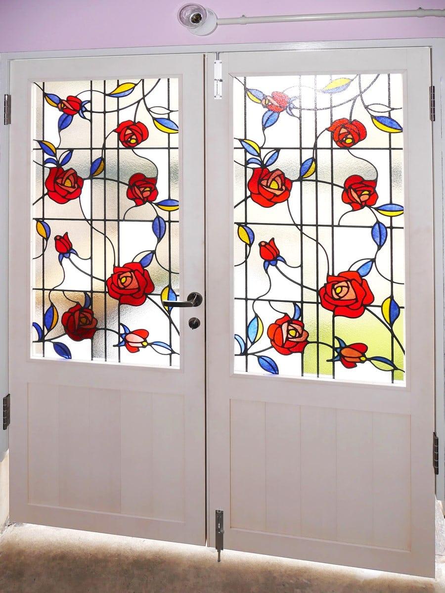 「ブリリアントモーメント G01」が設置された室内ドアの様子(1)