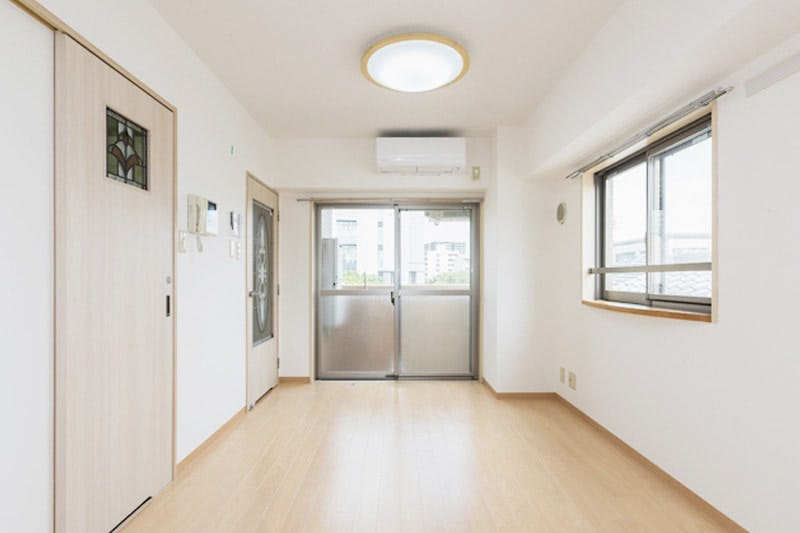 賃貸マンションのドア窓に設置したステンドグラス-設置後