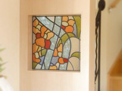 ナチュラルな玄関にマッチ!花柄のステンドグラスを使用した事例(北海道苫小牧市 S社様)