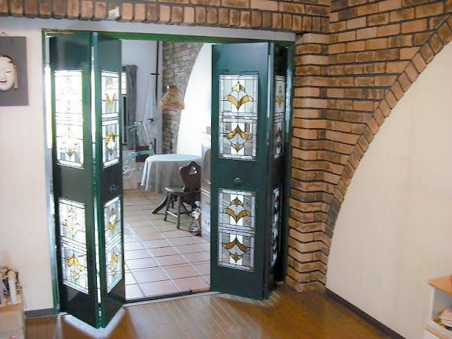 「スクウェア OG305」が設置された折れ戸の様子(1)