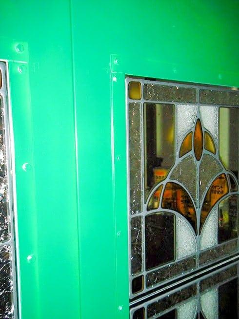 「スクウェア OG305」が設置された折れ戸の様子(2)