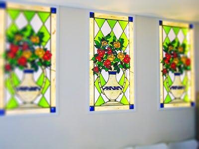 店舗内を華やかに!装飾窓に「ニューステンド」を使用した事例(長野県長野市 D社様)