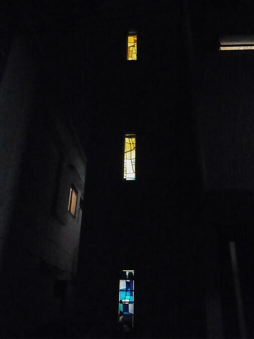 「ブリリアントモーメント K03」が設置された外窓の様子(1)