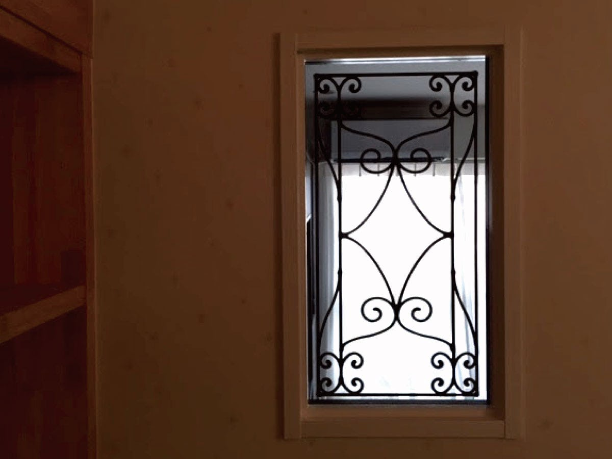 「ラインアートOG515」を設置した室内窓の様子(1)