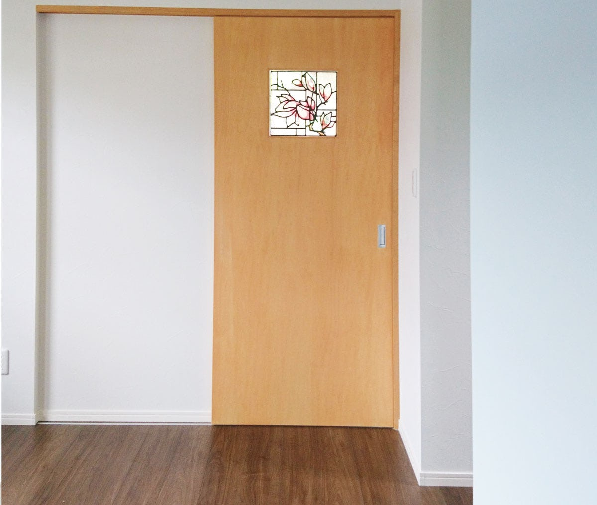 室内ドアの小窓に使用した「スクウェア OG355」