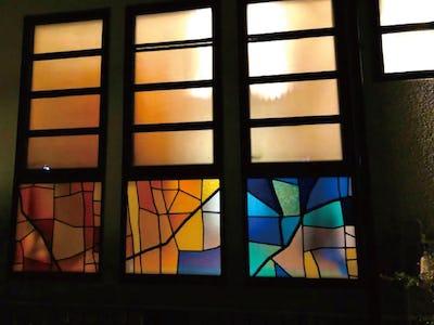 ステンドグラスで彩を!住宅の外装窓に「ブリリアントモーメント」を使用した事例(岐阜県Y様)