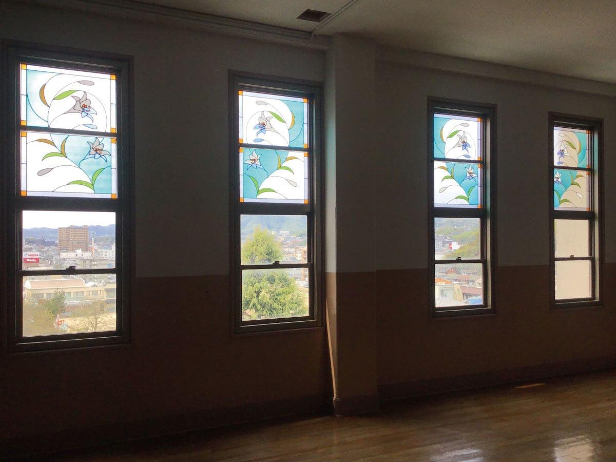 教室の外窓に「フルオーダーステンド」を使用した事例(1)